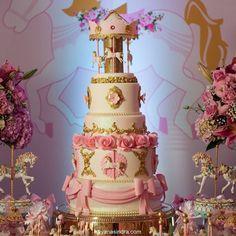 """155 Likes, 12 Comments - Andréa Andrade - Cake Designer (@andreaandradecakes) on Instagram: """"Bolo Carrossel com a linda decoração da @sandokankids  Foto da maravilhosa @hayanasindra """""""