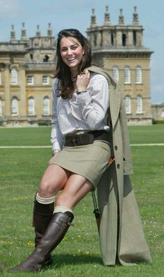 The Duke and Duchess of Cambridge Retrospective: Their Relationship In Pictures Prince William And Kate Middleton pictures – Catherine at Blenheim Palace, 2004 – Woman And Home Vestido Kate Middleton, Kate Middleton Jeans, Style Kate Middleton, Kate Middleton Pictures, Kate Middleton Bikini, Kate Middleton Young, Middleton Family, The Duchess, Duchess Of Cambridge