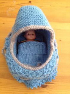 Knit cradle purse