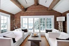 Dette er mine favoritter fra det som ligger for sa… White Cabin, Cabin Interior Design, Modern Log Cabins, Log Home Interiors, Log Cabin Homes, White Ceiling, Home And Deco, Cozy House, Decoration