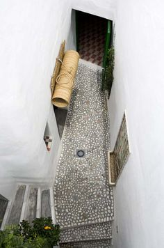 frigiliana house, andalucía, spain (photo by stuart mcintyre) floor for outdoor shower? Architecture Details, Interior Architecture, Exterior Design, Interior And Exterior, Feng Shui, Ella Home, Pebble Floor, Natural Weave, Mediterranean Style