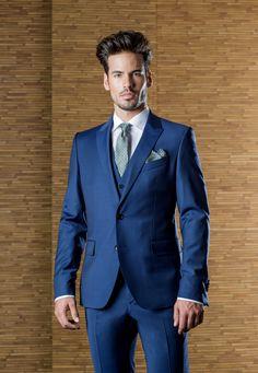 Traje de boda con chaleco de la firma ETIEM en azul Klein, Disponible ne Sastrería Campfaso