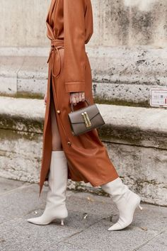 Best Street Style Details Of Paris Fashion Week paris fashion week street style details Uk Fashion, Fashion 2020, Paris Fashion, Style Fashion, Fashion Weeks, Japan Fashion, Fashion Details, Style Work, Mode Style