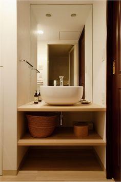 洗面ボウルに合わせたシンプルな洗面化粧台