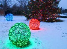 DIY: How to make Christmas Ball Lights made with chicken wire