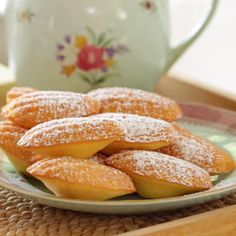 Foolproof Madeleine Recipe – The Best Arabic sweets and desserts recipes,tips and images Desserts Français, French Desserts, Strawberry Desserts, Bakery Recipes, Cookie Recipes, Madeline Cookies Recipe, Madelines Recipe, French Pastries, Afternoon Tea