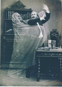 A Deliciously Creepy Victorian Halloween — The Raven & Black Cat - A Connoisseur's Compendium of Haunted Houses, Victorian Horror, and All Things Dark and Macabre. Photos D'halloween Vintage, Vintage Halloween Photos, Victorian Halloween, Photo Vintage, Halloween Pictures, Vintage Photographs, Old Photos, Victorian Era, Victorian Library