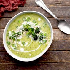 This broccoli soup with leek is highly recommended. Are you tired of your standard lunch? Then make this fast low-carb soup! Easy and healthy weight loss. Healthy Soup, Easy Healthy Recipes, Veggie Recipes, Real Food Recipes, Soup Recipes, Fast Low Carb, Broccoli Soup, Brocolli, Vegan Foods