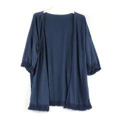 Kimono de algodón, con flecos en la parte inferior y mangas. Talla única.