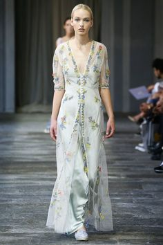 See all the Collection photos from Luisa Beccaria Spring/Summer 2015 Ready-To-Wear now on British Vogue Luisa Beccaria, Fashion Week, Runway Fashion, Spring Fashion, Fashion Show, Fashion Design, Milan Fashion, Women's Fashion, Fashion Trends
