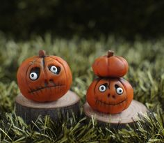 Hey, I found this really awesome Etsy listing at https://www.etsy.com/uk/listing/475318793/2-piece-halloween-miniature-pumpkin