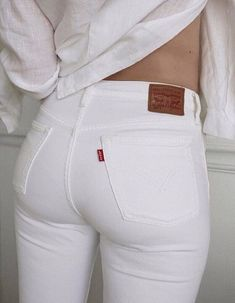 The biggest image collection of girl's sexiest asses in tight vintage Levi's jeans. White Jeans Outfit, Jeans Outfit Summer, White Skinny Jeans, White Levis, White Skinnies, Jean Sexy, Cowgirl Jeans, Curvy Jeans, Girls Jeans