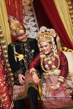 pengantin adat aceh Traditional Wedding, Culture, Couples, People, Outfits, Beautiful, Women, Accessories, Fashion