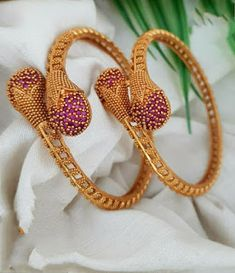Gold Bangles Design, Gold Earrings Designs, Gold Jewellery Design, Gold Wedding Jewelry, Gold Jewelry Simple, Bridal Jewelry, Wedding Earrings, Jewelry Art, Ancient Aliens