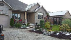 House front Landscape House Front, My House, Backyard, Cabin, Japanese, Landscape, House Styles, Plants, Projects