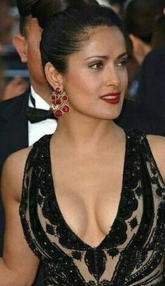 Top 10 Big milky cleavage pictures of Salma Hayek – Hot Actress Gallery Salma Hayek Young, Salma Hayek Hair, Salma Hayek Style, Salma Hayek Body, Selma Hayek, Beautiful Celebrities, Gorgeous Women, Salma Hayek Pictures, Beauty Full Girl