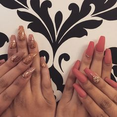 U can get all the the pretty glitter and nails charm @daily_charme ✨✨💅🏻 #riyasnailsalon for the lovely twin @jeanine514 @dolehsherine