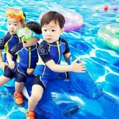 """""""Superman Returns"""" Triplets Pose for Children's Outdoor Clothing Line Superman Baby, Cute Kids, Cute Babies, Outdoor Clothing Brands, Triplet Babies, Man Se, Song Triplets, Song Daehan, Asian Babies"""