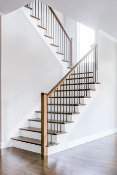 34 Awesome Indoor Wood Stairs Design Ideas You Never Seen Before Modern Stairs Awesome Design Ideas Indoor stairs wood Wooden Staircase Design, Interior Stair Railing, Stair Railing Design, Wooden Staircases, Wood Stairs, Metal Stair Railing, Stair Case Railing Ideas, Staircase Design Modern, Stair Lift