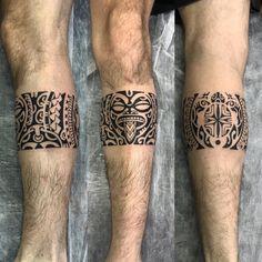 Faixa na perna em maori. Leg Band Tattoos, Maori Tattoo Arm, Maori Tattoo Meanings, Tattoo Band, Tribal Arm Tattoos, Leg Tattoo Men, Maori Tattoo Designs, Samoan Tattoo, Sleeve Tattoos