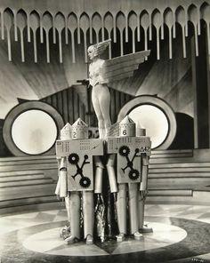 ein-bleistift-und-radiergummi:Anton Grot Set Design for the 'Mechanical Ballet' in 'Lilies of the Field', 1930. (Corinne Griffith atop the Robots)