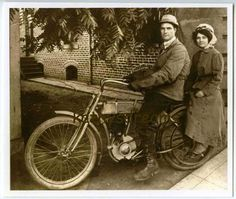 51 Ideas For Motorcycle Couple Riding Harley Davidson Vintage Harley Davidson, Harley Davidson Photos, Classic Harley Davidson, Vintage Bikes, Vintage Cars, Vintage Photos, Motorcycle Couple, Motorcycle Outfit, Vintage Motorcycles