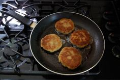How to Make Delicious Breaded Chicken Burgers!The Art of Doing Stuff Homemade Chicken Burgers, Ground Chicken Burgers, Chicken Recipes, Oven Baked Chicken Tenders, Breaded Chicken, Freezable Meals, Chicken Patties, Dinner Sides, How To Cook Chicken