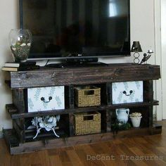 Inspired pallet wood tv console, diy, how to, pallet, repurposing upcycling Diy Wood Pallet, Pallet Ideas Easy, Pallet Crafts, Diy Pallet Projects, Wood Pallets, Home Projects, Pallet Tv, Pallet Dresser, Free Pallets