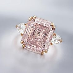 This Sunday's Auction Crush is a past offering of This superb ring centering a carats, cut-cornered rectangular-shaped step-cut fancy orangy pink, diamond, flanked by pear-shaped diamonds, mounted in rose gold. Pink Diamond Ring, Diamond Jewelry, Bling Bling, Jewelry Gifts, Fine Jewelry, Van Cleef Arpels, Colored Diamonds, Pink Diamonds, Crystals