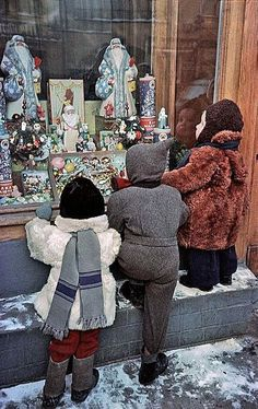 """""""At the shop window"""" photo by Galina Sanko, USSR, 1961 Merry Christmas And Happy New Year, Vintage Christmas, Antique Art, Vintage Antiques, Traditional Tales, Winter Kids, Historical Pictures, Soviet Union, Old Photos"""