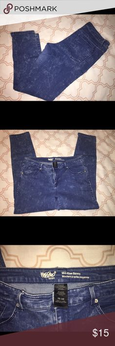 Ripped jeans Mossiano Ripped jeans. Size 14. Mid rise skinny. Mossimo Supply Co. Jeans Skinny