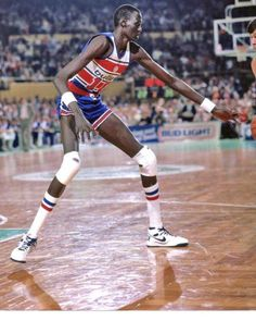 577b1a23046 Manute Bol just being tall as heck.