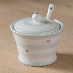 A handy pot, perfect for afternoon tea or with jam for breakfast. Handmade and hand-painted. Hand Painted Pottery, Pottery Painting, Ceramic Painting, Susie Watson, Cute Kitchen, Kitchen Stuff, Ceramic Bowls, Sugar Bowl, Afternoon Tea