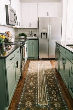 Inexpensive green kitchen cabinets design ideas for kitchen interior 00015 ~ Home Decoration Inspiration Green Kitchen Cabinets, Kitchen Redo, Kitchen Design, Kitchen Ideas, Kitchen Countertops, Soapstone Kitchen, Kitchen Cupboard, Upper Cabinets, Painting Kitchen Cabinets
