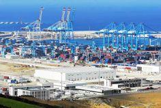 Le port de tanger Med, assure plusieurs liaisons régulières, desservant plus de 130 ports dans le monde. Doté d'équipement et d'infrastructures de dernière génération, il a été conçu e…