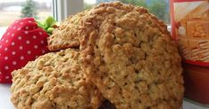 Recette: Galettes au Gruau - Circulaire en ligne Desserts With Biscuits, Cookie Desserts, Cookie Recipes, Biscuit Cake, Biscuit Cookies, Christmas Dishes, Christmas Snacks, Canadian Food, Galletas Cookies