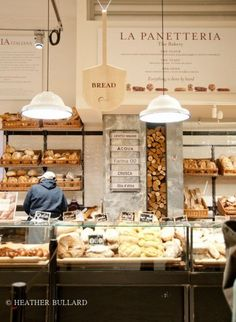 eataly gastronomie italienne italie food food porn nutella restaurant pizza nyccrazygirl new york Bakery Cafe, Cafe Restaurant, Restaurant Design, Rustic Bakery, Bakery Shops, Luxury Restaurant, Bakery Shop Design, Cafe Design, Gastronomia