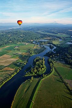 Hot air balloon Sun, Balloon Depot) over the Snohomish River near Snohomish, WA. Oh my goodness that looks so scary. Snohomish Washington, Snohomish County, Washington Mountains, Rocky Mountains, America Washington, Washington State, Great Places, Places To See, Air Balloon