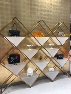 Top 8 Brilliant DIY Wall Shelves to Beautify Your Home Shoe Store Design, Jewelry Store Design, Retail Store Design, Jewelry Shop, Boutique Interior, Boutique Decor, Showroom Design, Shop Interior Design, Showcase Store