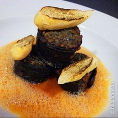 Tapas, Food Decoration, Spanish Food, Spanish Recipes, Hamburger, French Toast, Food And Drink, Snacks, Meat