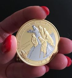 Praotec Čech, bájný zakladatel naší země a jeho proslulý výstup na horu Říp, je zcela poprvé připomenut na pamětní medaili zušlechtěné ryzím zlatem a vzácnou platinou 999/1000. Kombinace dvou vzácných kovů je v numismatice velmi unikátní a společně s ražbou v nejvyšší mincovní kvalitě dodává emisi hodnotu, která je sběrateli vždy velmi ceněna.