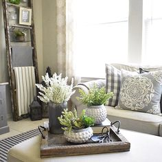 There's still time to share your So many gorgeous pillow vignettes, so keep them coming Hosts and will feature their favorites on Tuesday. Have a wonderful evening Table Decor Living Room, Living Room End Tables, New Living Room, Living Room Interior, Home And Living, Coffee Table Centerpieces, Decorating Coffee Tables, Coffee Table Tray, Small Room Bedroom