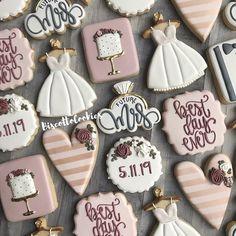 Best. Day. Ever. • • • • #decoratedbiscuits #edibleart #customcookies #sugarcookies #sugarart #huffpostfood #huffposttaste #buzzfeed… Wedding Shower Cookies, Wedding Cake Cookies, Cookie Wedding Favors, Wedding Desserts, Wedding Cake Toppers, Fancy Cookies, Custom Cookies, Wedding Cakes With Flowers, Bridal Shower Decorations
