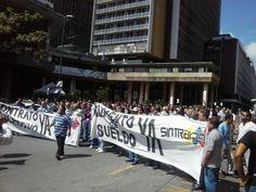 Trabajadores del CNE salen a la calle para exigir aumento de salario (Videos) - http://www.notiexpresscolor.com/2016/10/31/trabajadores-del-cne-salen-a-la-calle-para-exigir-aumento-de-salario-videos/