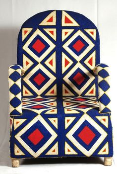 Beaded of tiny glass beads sewn onto fabric) chair made by the Yoruba people of Nigeria. Funky Furniture, Painted Furniture, Furniture Design, Muebles Art Deco, Afrique Art, Art Africain, African Design, African Interior Design, African Style