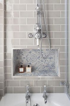 These subway tiles are shiny and gray, which accents the vintage style of the cubby. You definitely get a sleek appearance and one that looks somewhat old-fashioned, in a good way.