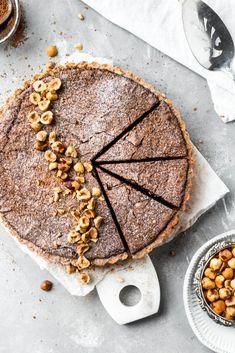 Chocolate Hazelnut Tart with Hazelnut Crust - Baran Bakery Chocolate Butter, Chocolate Hazelnut, Crusting Buttercream, Apple Slab Pie, Cake Recipes, Dessert Recipes, Cherry Sauce, Tart Filling, Hazelnut Spread