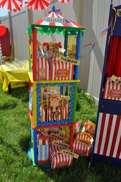 Carnival Party - I love the monkey in the middle. This is how you decorate a Carnival party to perfection. Circus Carnival Party, Kids Carnival, Circus Theme Party, Carnival Birthday Parties, Carnival Themes, Circus Birthday, Birthday Party Themes, Circus Wedding, Safari Party