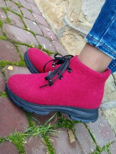 Boot Over The Knee, Felt Slippers, Felt Boots, How To Make Shoes, Doc Martens Oxfords, Larp, Wool Felt, Shoe Boots, Oxford Shoes