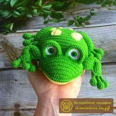 Онлайн №2 👑Принц👑   🎁 Волшебные подарки 🎁 Crochet Animal Amigurumi, Crochet Frog, Crochet For Kids, Crochet Animals, Crochet Dolls, Free Crochet, Crochet Hats, Knit Crochet, Frog Puppet